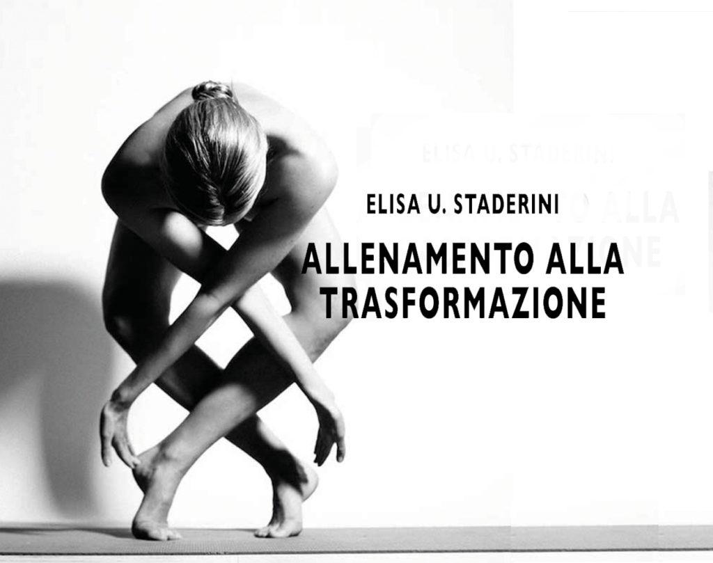 una donna in una posizione plastica da ballerina a gambe e braccia incrociate e un testo: allenamento alla trasformazione di elisa staderini