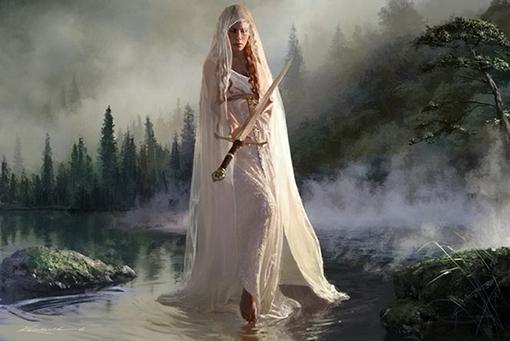 vivian, la dama del lago che esce dall'acqua con in mano la spada sacra