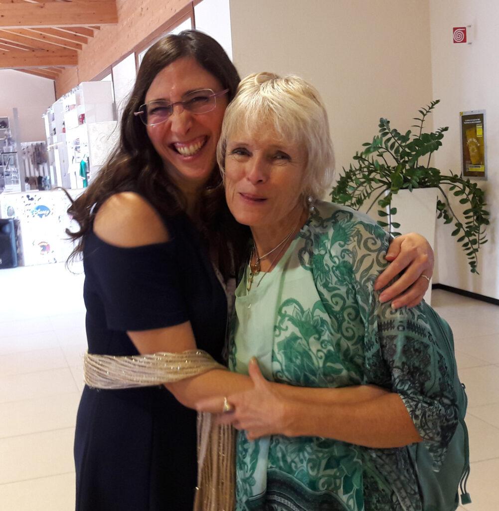 Elisa k Staderini abbraccia Anranae Meders