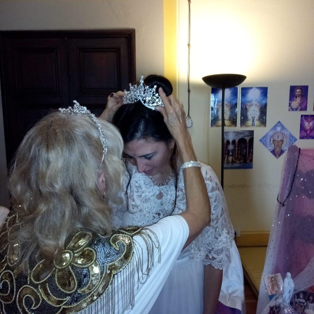 Elisa k Staderini viene incoronata Somma Sacerdotessa da AnRaNae Meders